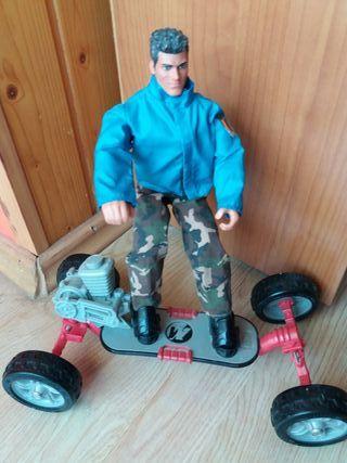 Action Man con vehículo