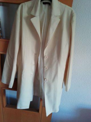 bonito abrigo por estrenar de polipiel