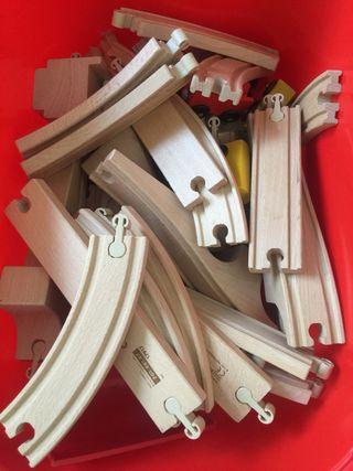 Más de 50 piezas de madera IKEA. Vías y trenes