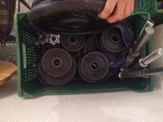 set de pesas con mancuerna y press banca