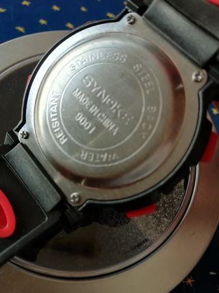 Reloj deportivo digital de hombre.. Marca : Synoke