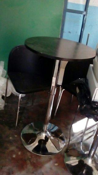 Mesa y sillas colores