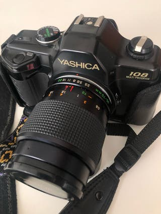 cámara analógica marca Yashica