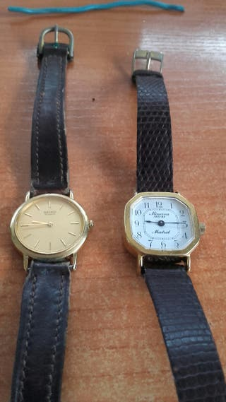 dos relojes Seiko chapado en oro