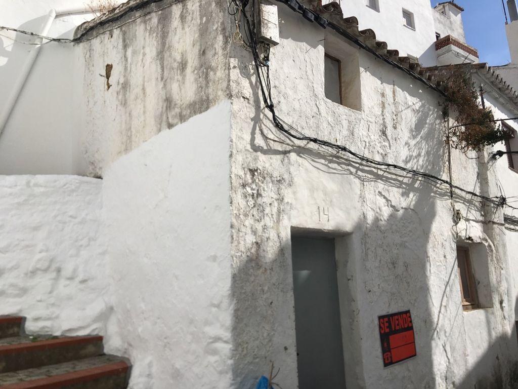 Mini casa con proyecto de reforma y subvención para la obra (Casares, Málaga)