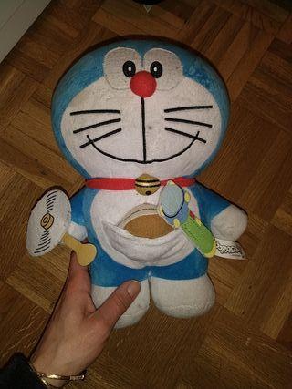 peluche interactivo Doraemon