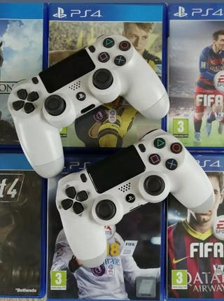 PS4 Pro White 1TB 2 Controllers 22 Games