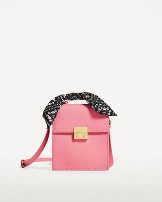 Bolso rosa con pañueleta