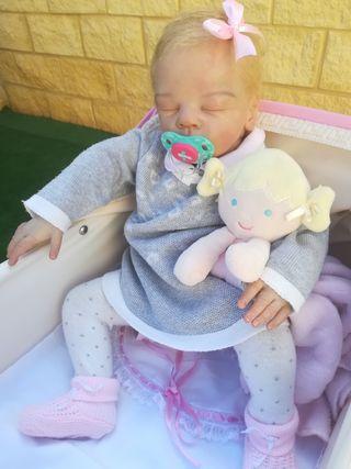 Bebé reborn artesanal con certificado de adopción