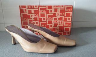 Sandalia de tacón alto, fabricada en piel legítima