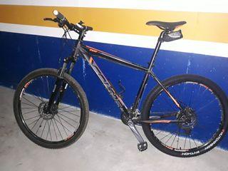 bicicleta conor 27,5 pulsades de les rodes.