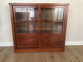 Mueble librería con puertas correderas
