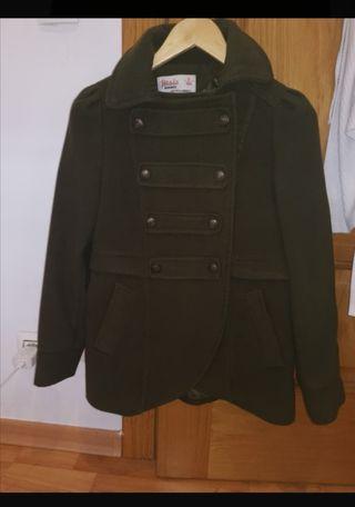 abrigo verde militar talla 16,es como una S