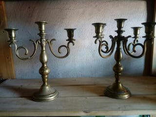 dos candelabros de bronce antiguos