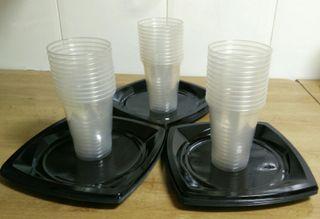 33 platos y vasos desechables