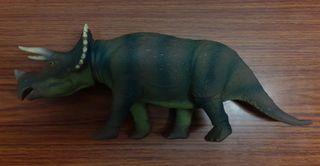 triceratops parque jurasico. jurassic park.
