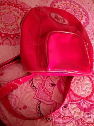 mochila pequeña roja