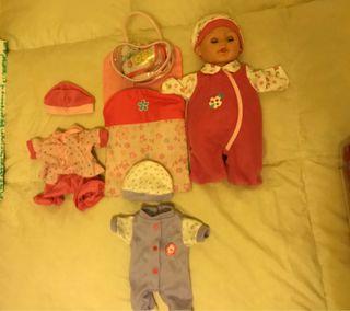 Muñeca con ropa