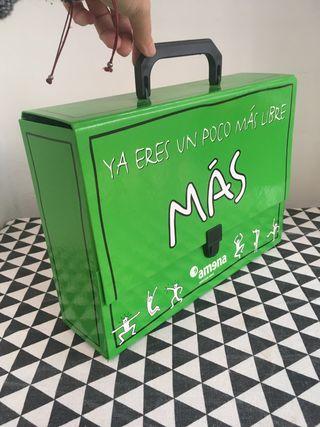 Antigua maleta de cartón AMENA