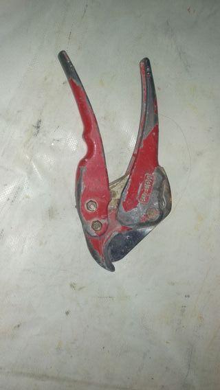 Tijera para corte de tuberías