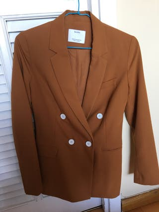 Blazer color caramelo