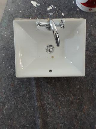lavabo diseño con grifo