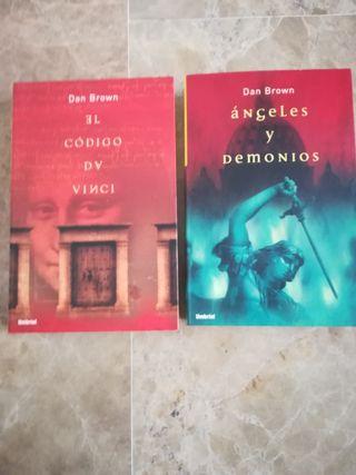 2 Libros: El Código Da Vinci y Angeles y Demonios.