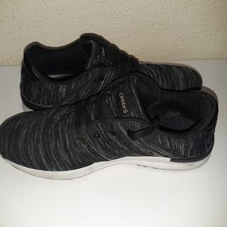 Creecks (Zapatillas para correr) grises con rayas
