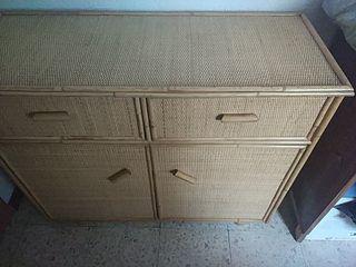 Mueble auxiliar de caña de bambú y mimbre