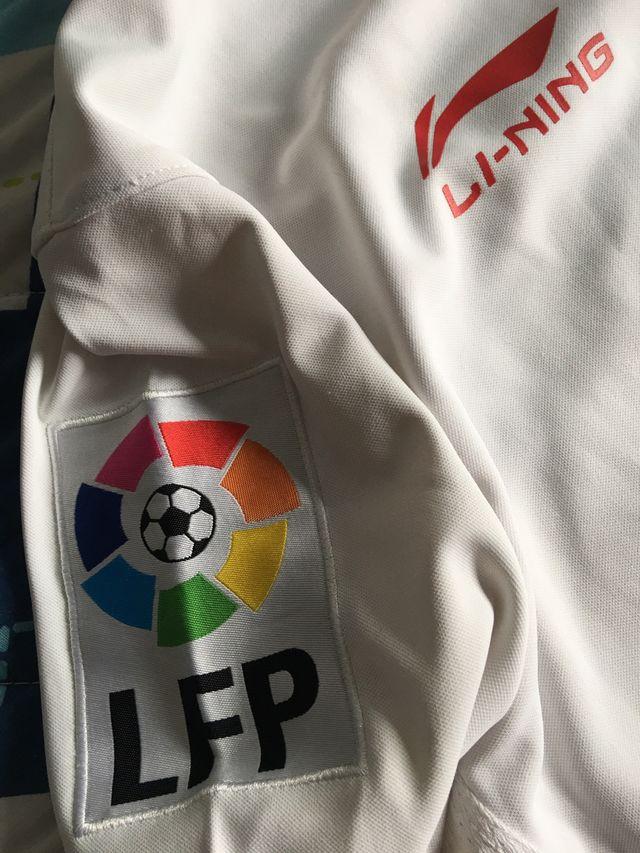 Camiseta de la liga del Sevilla F.C.