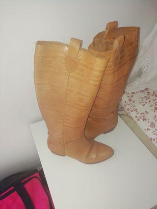 botas de piel mustang