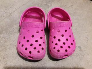 Zuecos tipo Crocs