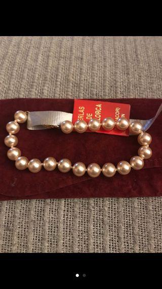 Pulsera de perlas.