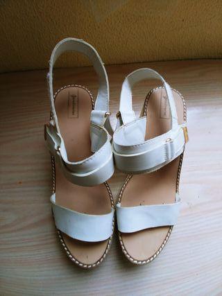 Sandalias blancas velcro