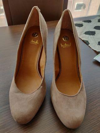 zapatos de ante La Strada
