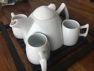 Cafetera, 4 tazas y bandeja moderna