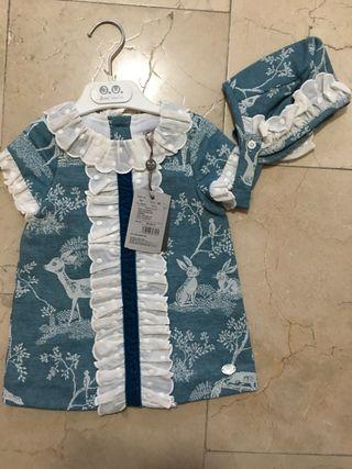 Vestido con capota niña talla 12 meses.Jose Varon.