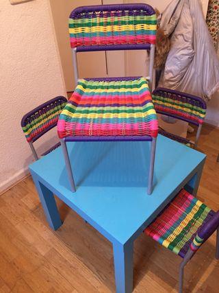 Mesita y 4 sillas infantiles