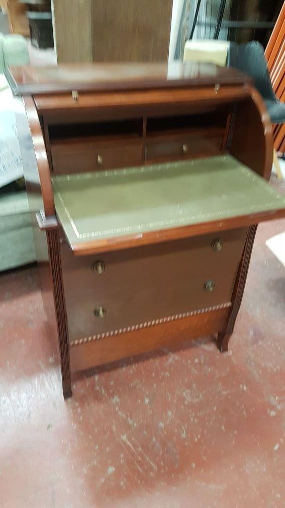 buro escritorio con tapete