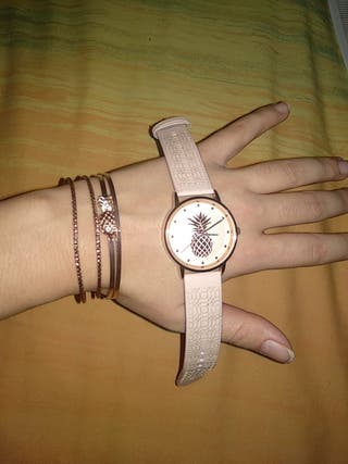 Conjunto reloj y pulseras