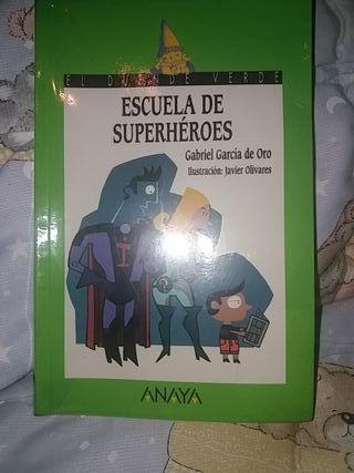 """libro """"Escuela de Superhéroes"""""""