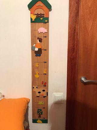 Medidor de niño, colgado en pared