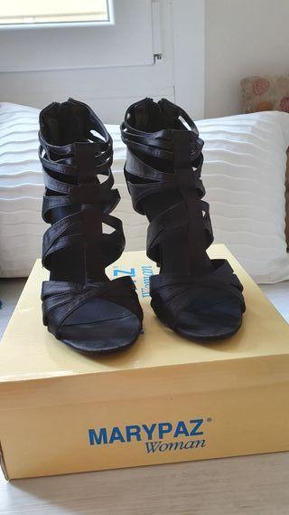 Sandalias de tiras con tacón fino