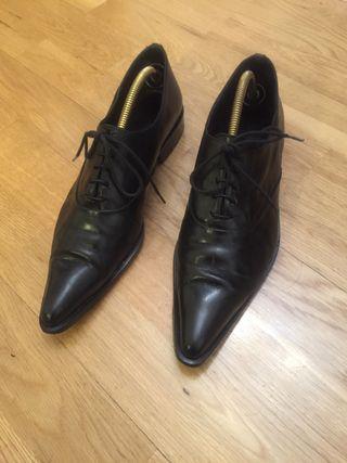 Zapatos de piel de cordones nuevos