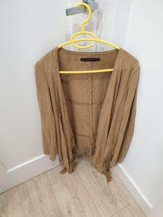 chaqueta imitación a piel com flecos zara beige