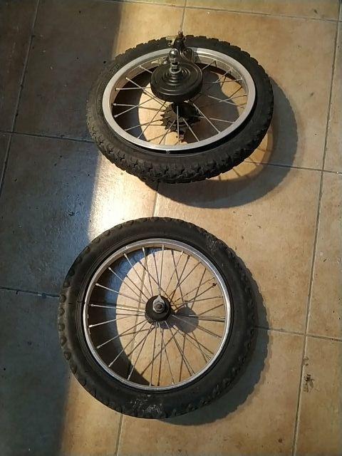 pareja de ruedas Decathlon 14 pulgadas