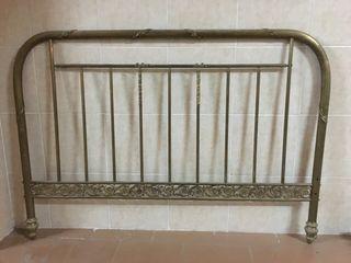 Cabecero dorado antiguo para cama de matrimonio