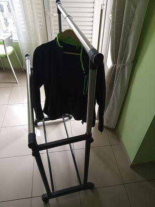Perchero,soporte ropa platistico y metal con rueda