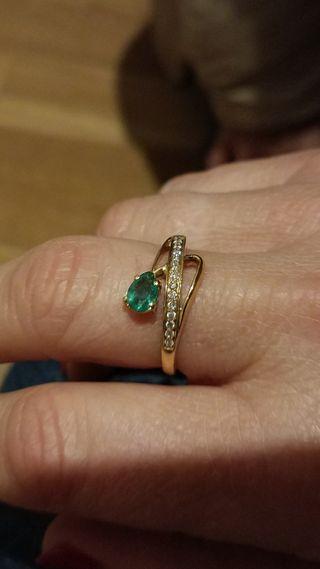 Anillo Oro 18 Diamantes y esmeralda