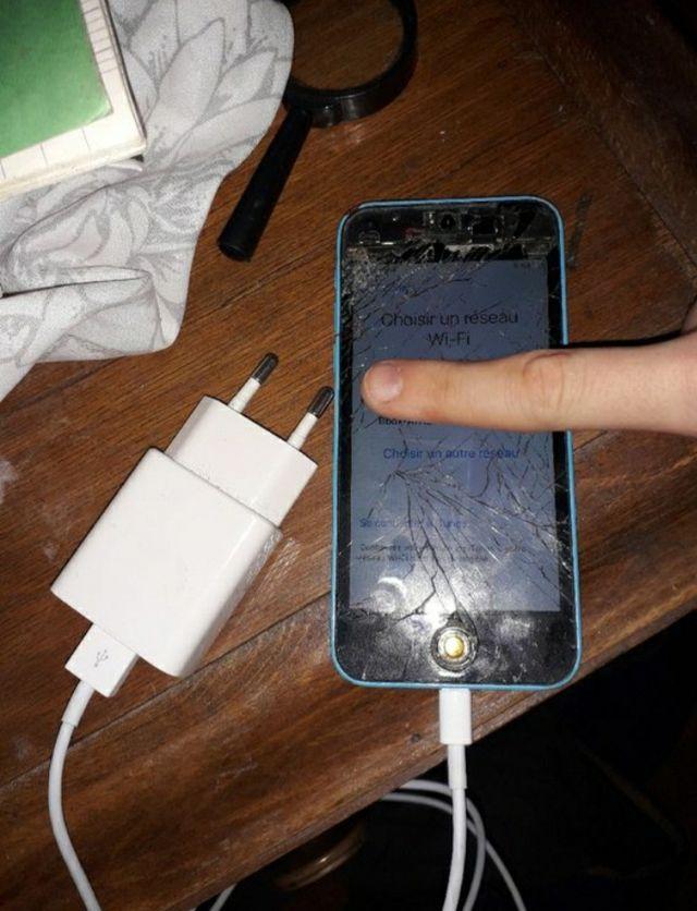 je vend mon iphone . il et casser mais fonctionne